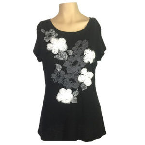 Black~White~3 Dimensional Floral Tee~Graphic Top~L